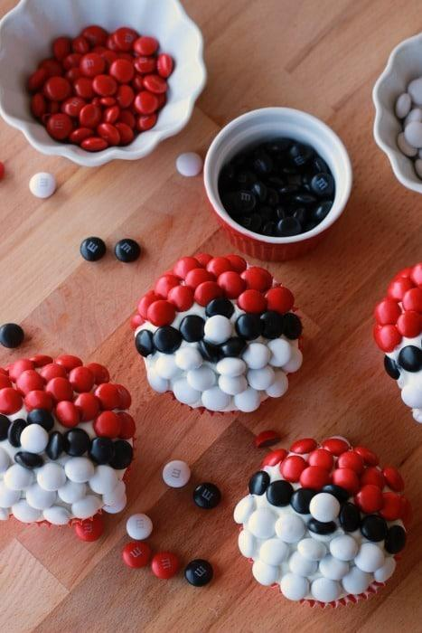 Pokemon-Go-Pokeball-Cupcakes